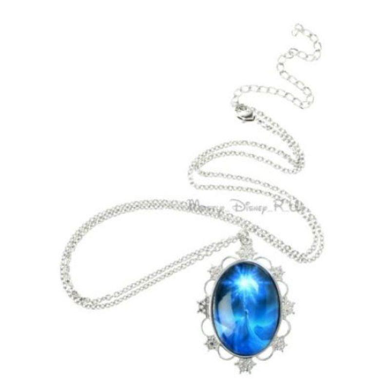 Collares con los supuestos cristales de Elsa Foto:Ebay