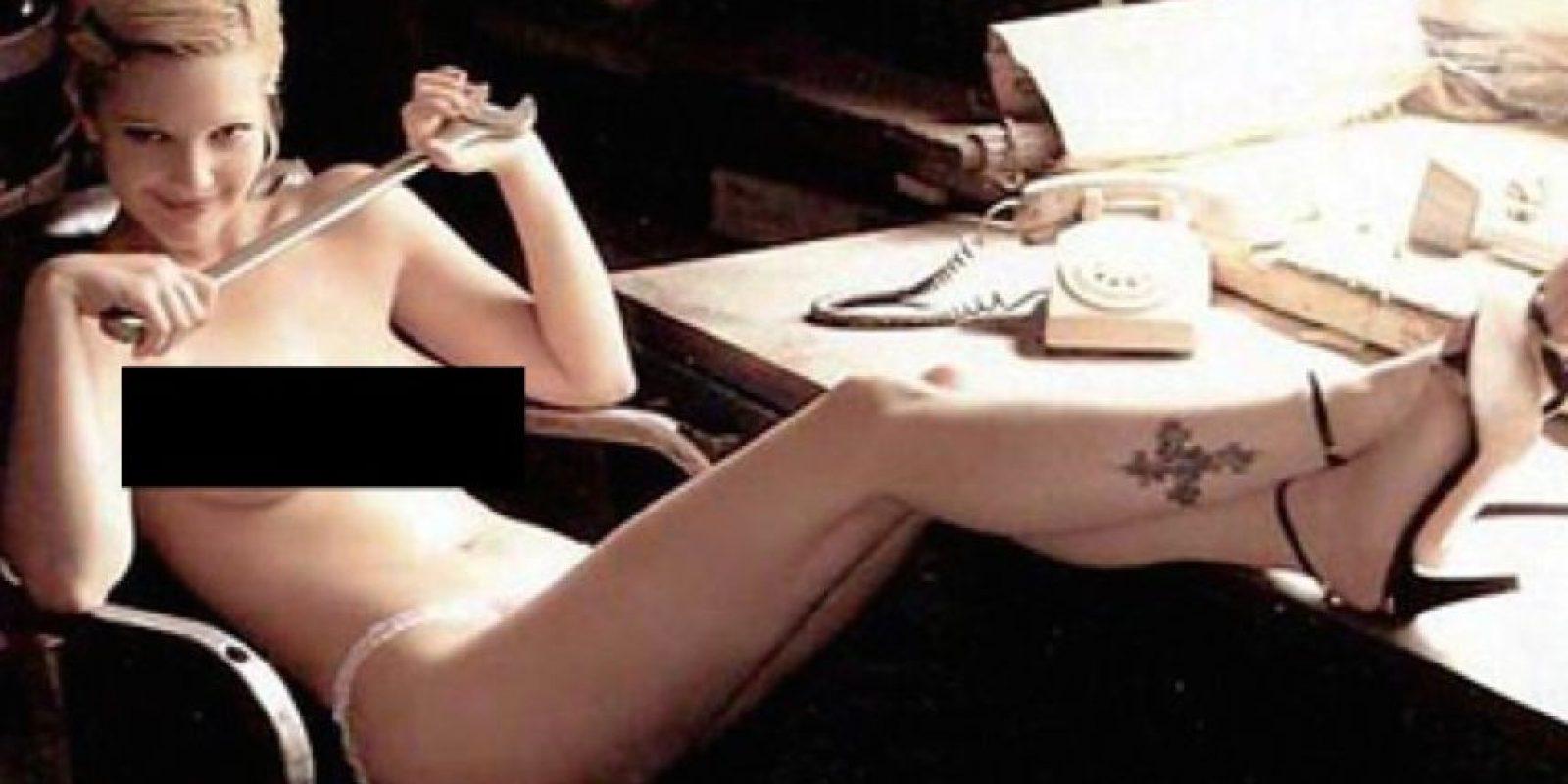 """Dos años antes, a los 17 años, Barrymore ya había posado desnuda para """"Interview Magazine"""". Foto:Vía Playboy"""