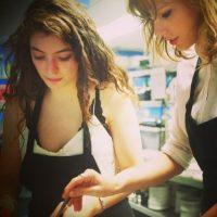 También han tomado clases de cocina Foto:Taylor Swift vía Instagram