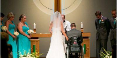 VIDEO: Novio parapléjico sorprende a su nueva esposa con un baile