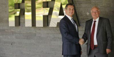 Michael García y Hans-Joachim Eckert, de la Comición Ética de la FIFA. Foto:AFP