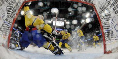 La vista desde adentro de la portería de Suecia, en el Euro Hockey Foto:AFP