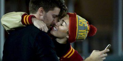 "FOTOS: ""Tremendos"" besos da Miley Cyrus a Patrick Schwarzenegger"