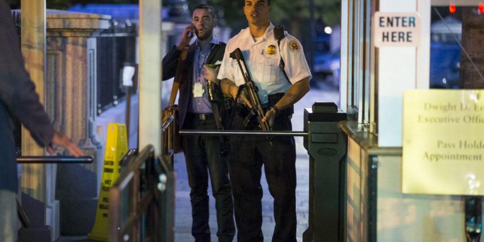González fue tacleado y detenido por oficiales del Servicio Secreto. Foto:AP