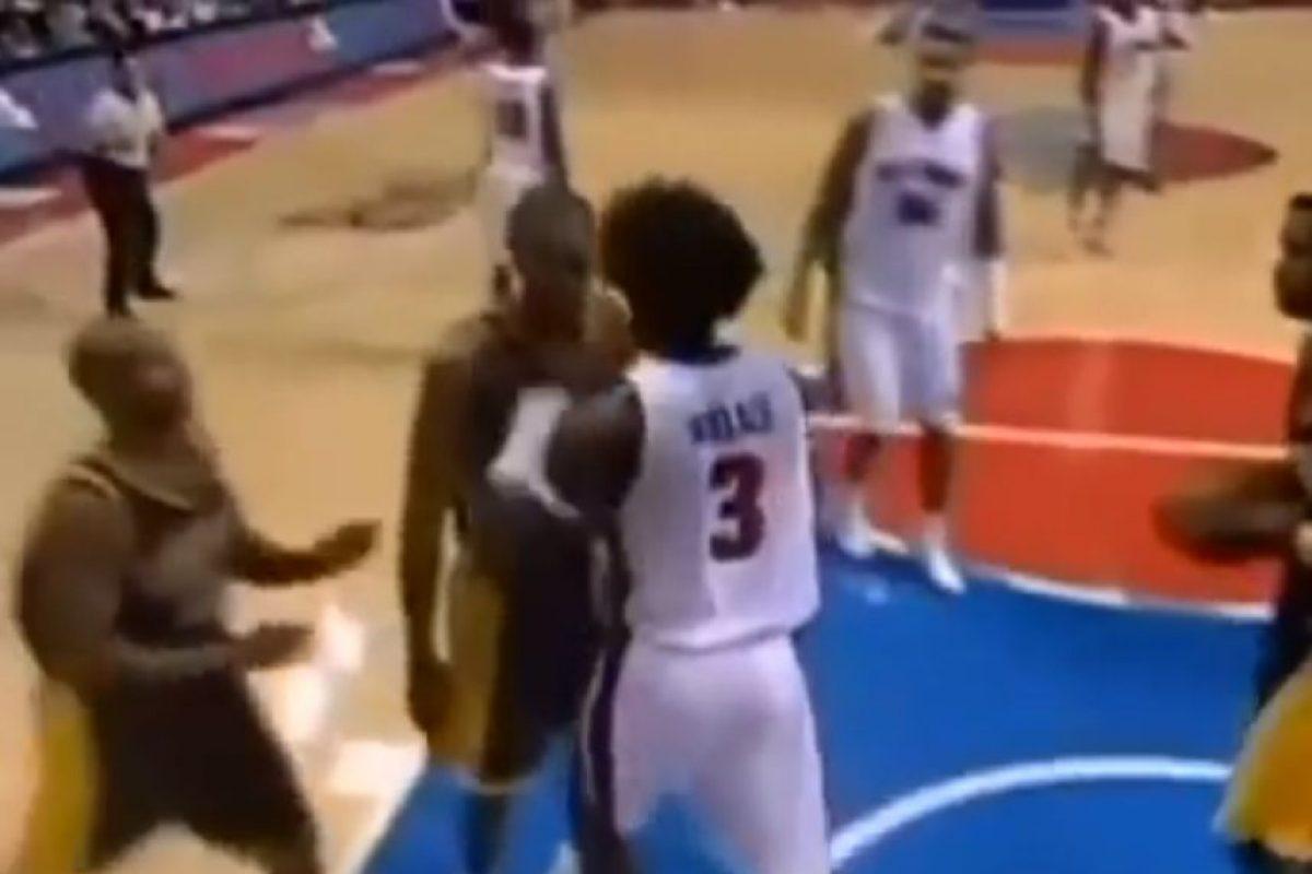En la pelea entre los Pistones de Detroit y los Pacers de Indiana de 2004 Foto:Youtube: Televomero Sport