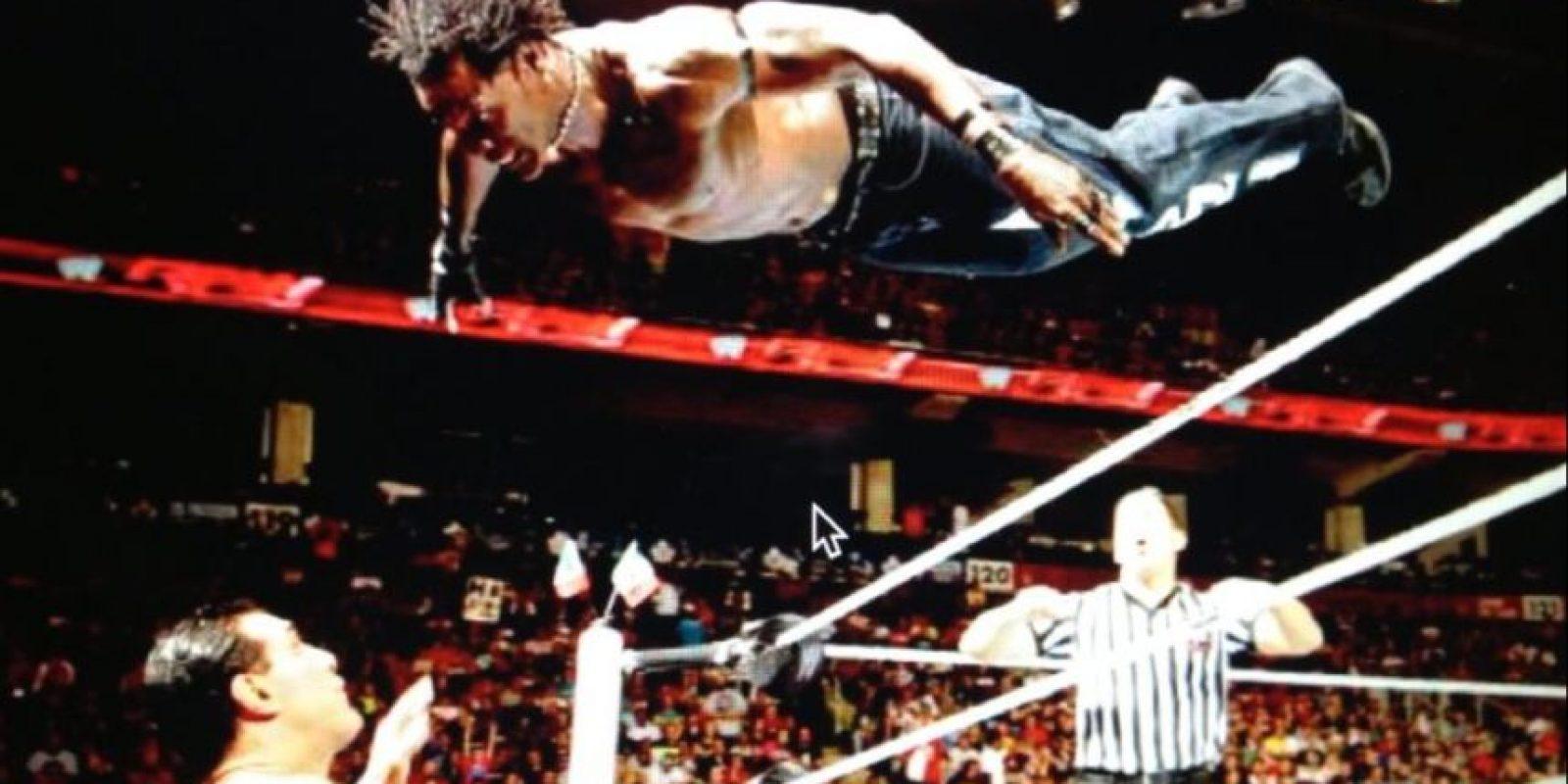 R-Truth pelea solo con unos jeans y botas Foto:WWE