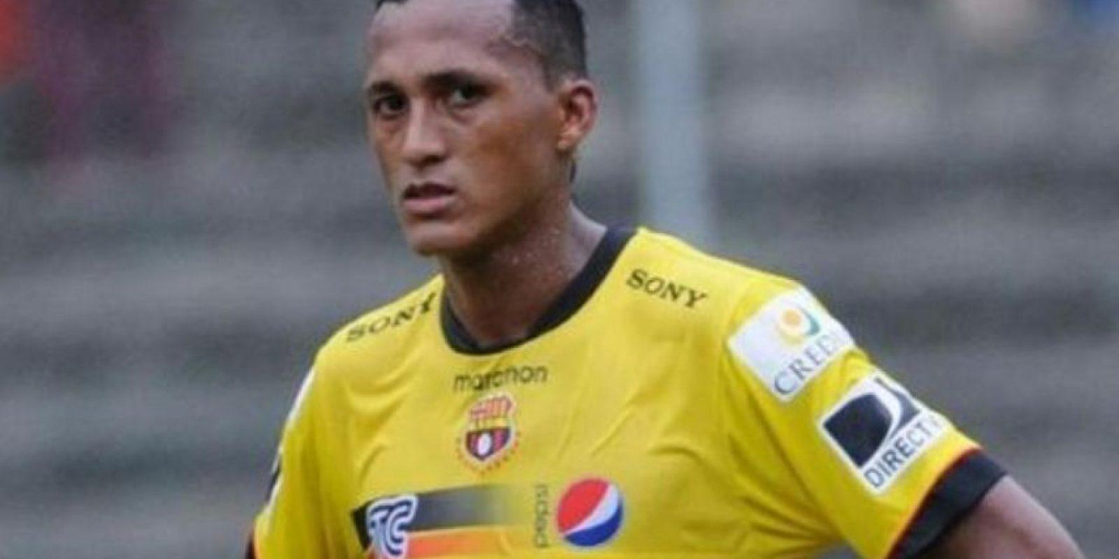 José Luis Perlaza (Ecuador). En 2013 fue castigado dos meses y un partido. Foto:Twitter