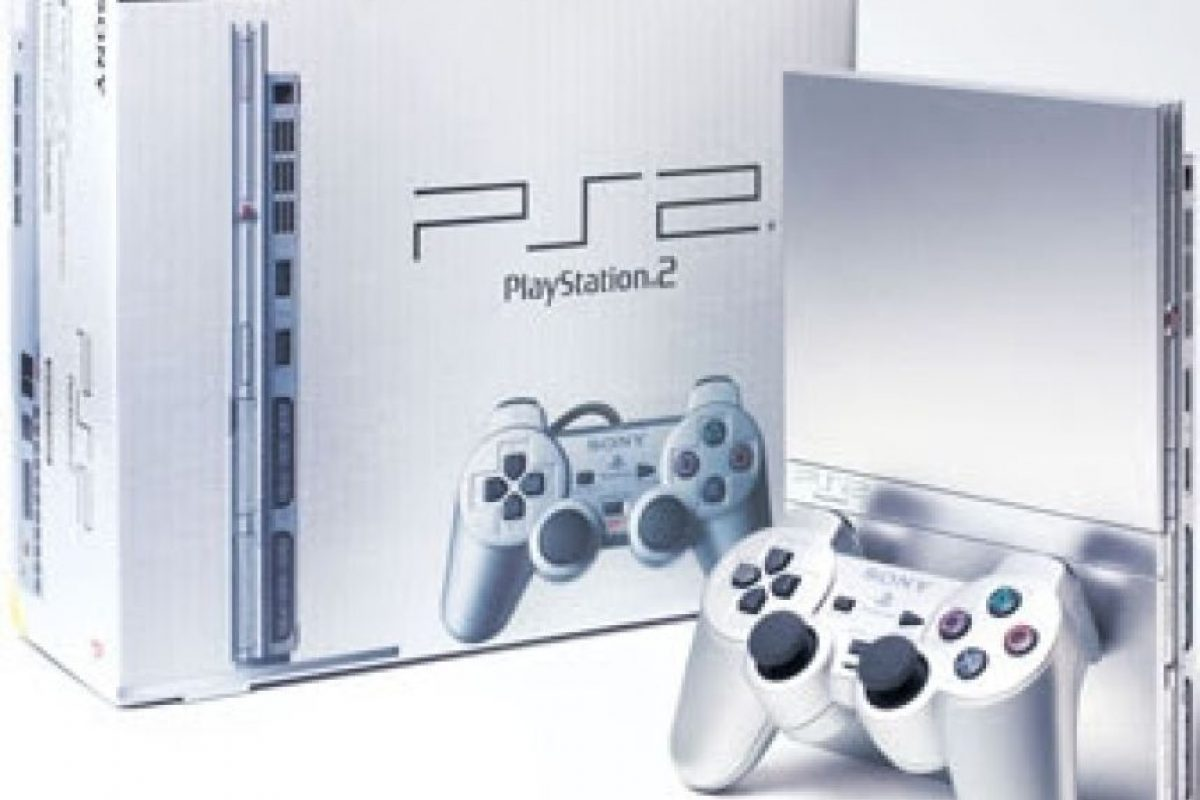 PlayStation 2 Slim plateada Foto: SONY