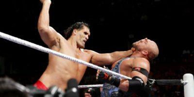 Pesa 157 kilogramos Foto:WWE