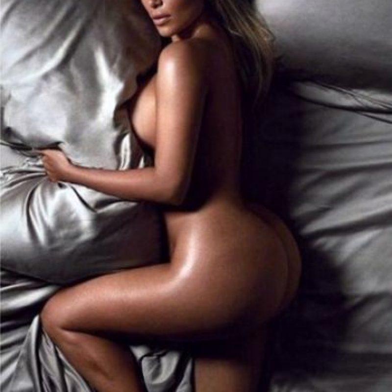 """También posó desnuda para """"GQ"""" Foto:Instagram @kimkardashian"""