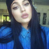 """Se rumora que Kylie se ha operado los senos, los labios y que se ha realizado un """"lift"""" facial para levantar las cejas Foto:KylieJenner vía Facebook"""