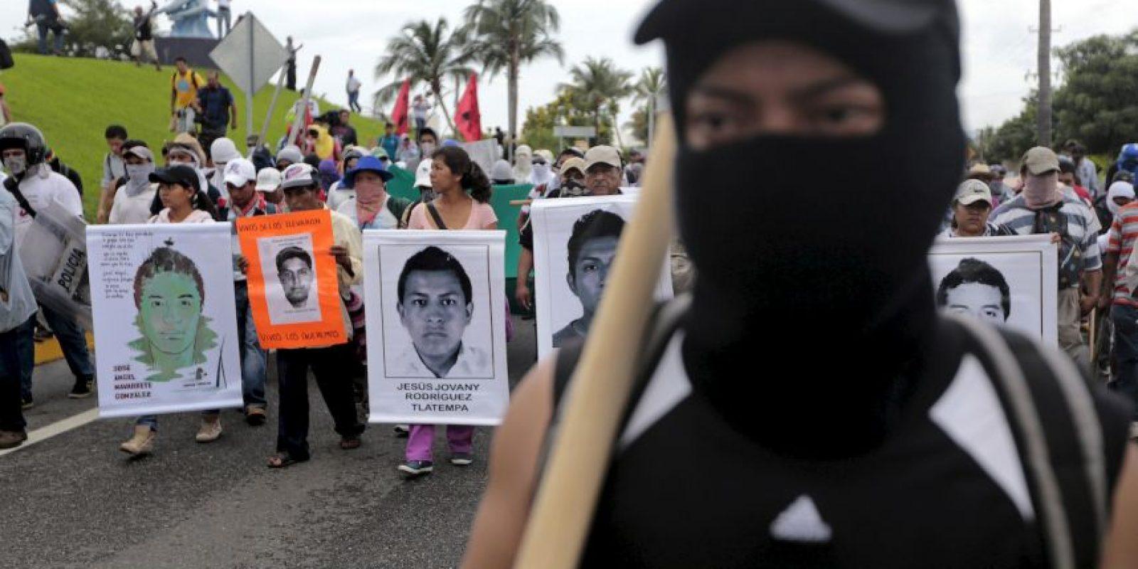 La pasada semana Murillo Karam ofreció una conferencia de prensa en la que estableció que los detenidos por el caso confesaron haber asesinado un gran número de personas y haberlos quemado en un vertedero. Foto:AFP