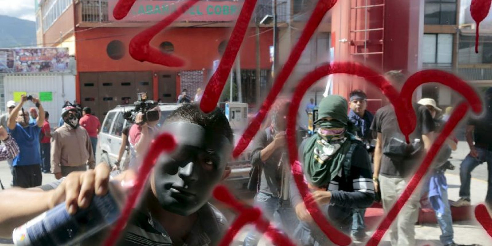 De igual forma, han realizado protestas en diversos países en solidaridad con los estudiantes y sus familias. Foto:AFP
