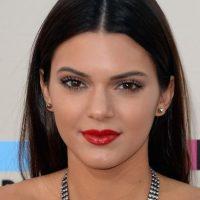 Su hermana Khloe Kardashian compartió el video promocional de Kendall para la firma de cosméticos. Foto:Getty