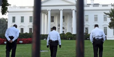 Un informe sobre la seguridad en el caso del intruso que entró a la Casa Blanca en septiembre reveló serias fallas por parte de los oficiales del Servicio Secreto. Foto:AP