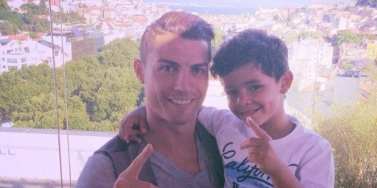 La tierna foto de Cristiano Ronaldo al lado de su hijo