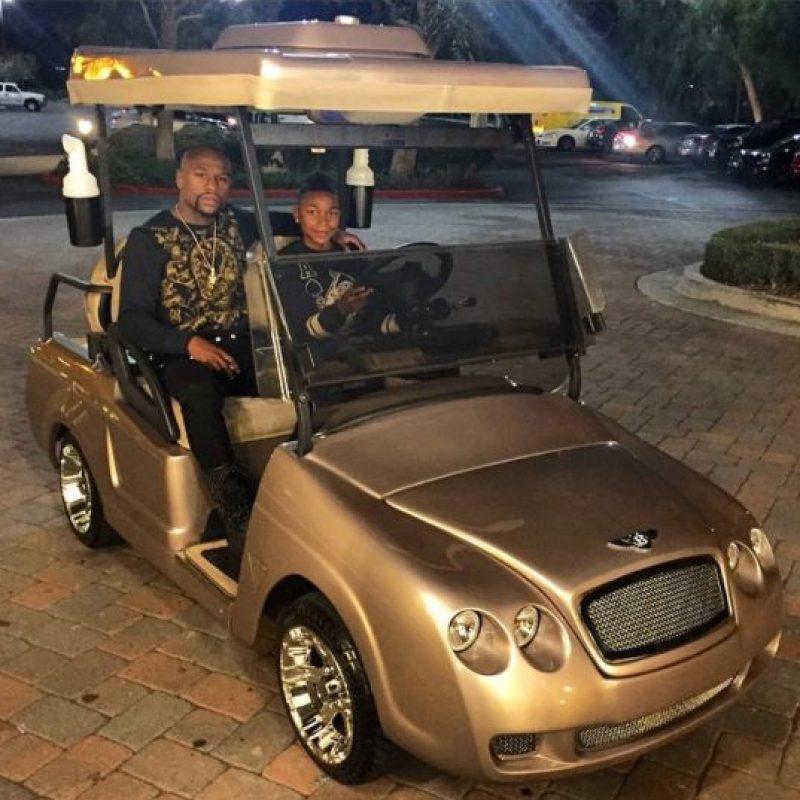 El púgil le regalo un carro de golf a su hijo por su cumpleaños 15 Foto:Instagram: @floydmayweather