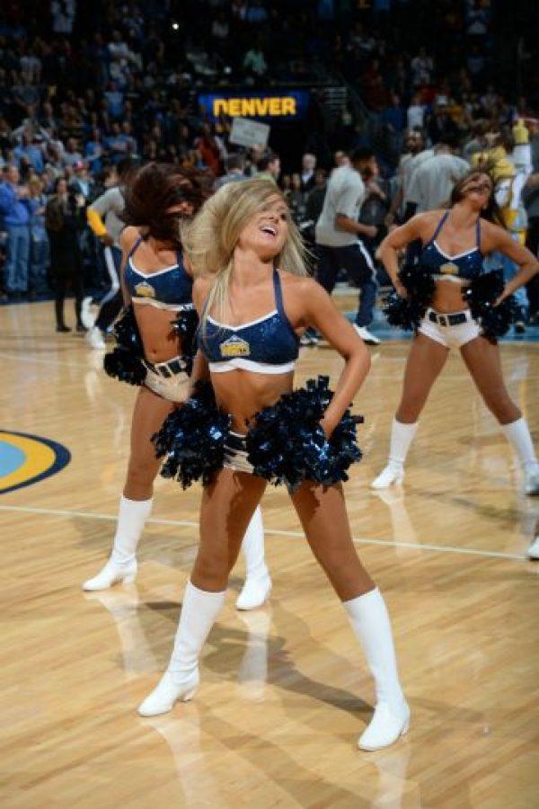 Las bellas cheerleaders del juego entre Denver Nuggets y Cleveland Cavaliers, emocionaron a los aficionados. Foto:AFP