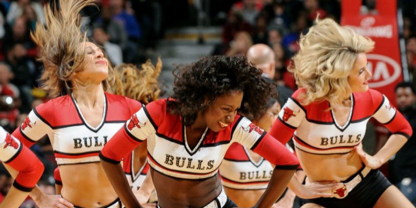 Las chicas del Chicago Bulls, durante el juego contra Boston Celtics. Foto:AFP