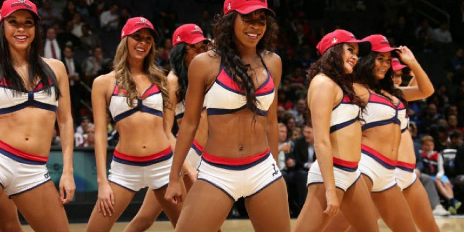 El vestuario de las animadoras del juego entre Detroit y Wizards, arrancó suspiros del público. Foto:AFP