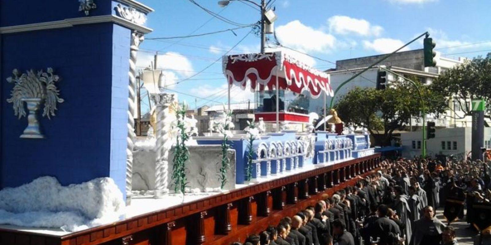 La procesión para conmemorar los 25 años de consagración recorre el Centro Histórico. Foto:Hermandad CC