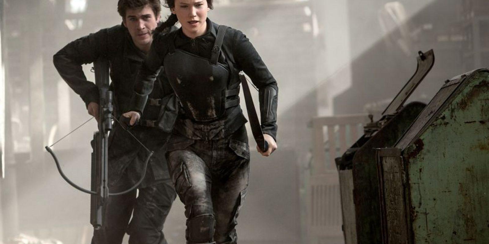 "Jennifer Lawrence y Liam Hemsworth, participan en ""The Hunger Games, Mockingjay Part 1"" Foto:Agenciasº"