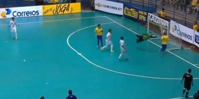 La jugada terminó en gol Foto:Youtube: Footy-Goals.Com