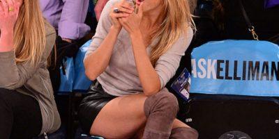 Su pequeño short y botas altas hicieron que llamara la atención de los presente Foto:Twitter