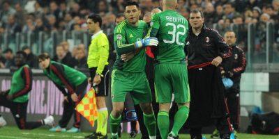 Marco Amelia en un encuentro de la Serie A entrando de cambio por Christian Abbiati. Foto:Getty Images