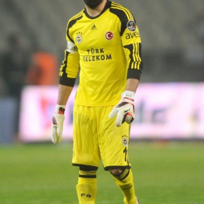 Volkan es un referente del Fenerbahçe, uno de los clubes turcos más populares. Foto:Getty Images