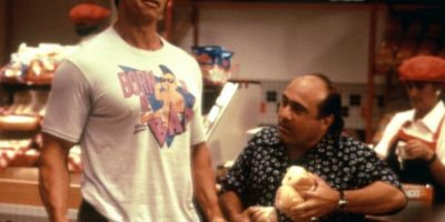 """En 1988 trabajó junto a Arnold Schwarzenegger en el filme """"Twins"""" Foto:Facebook/Twins"""