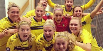 FOTOS: Futbolistas danesas festejan triunfo sin pantalones