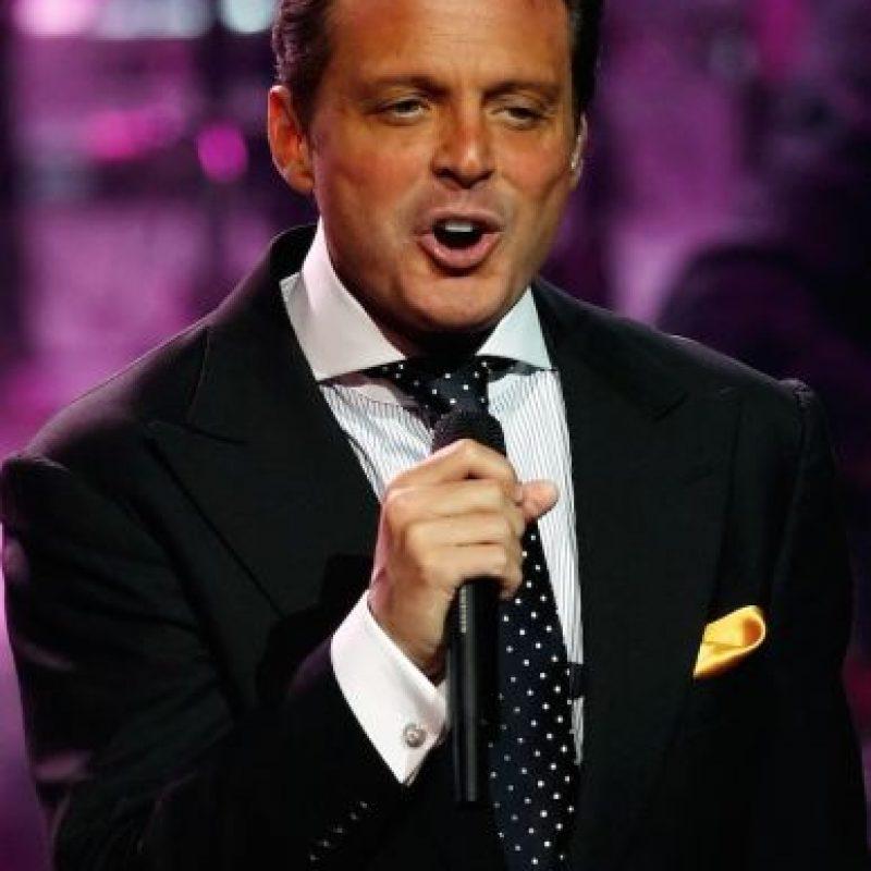 Diversos periodistas han revelado que el cantante despide olores desagradables de la boca. Foto:Getty Images