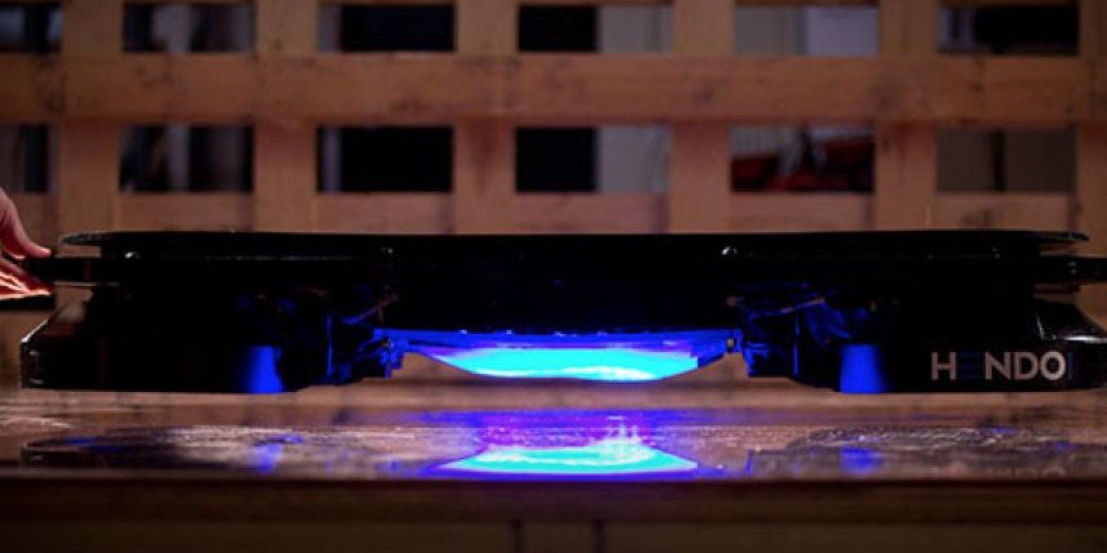 Hoverboard se separa a una pulgada del suelo. Foto:Hendo Hover
