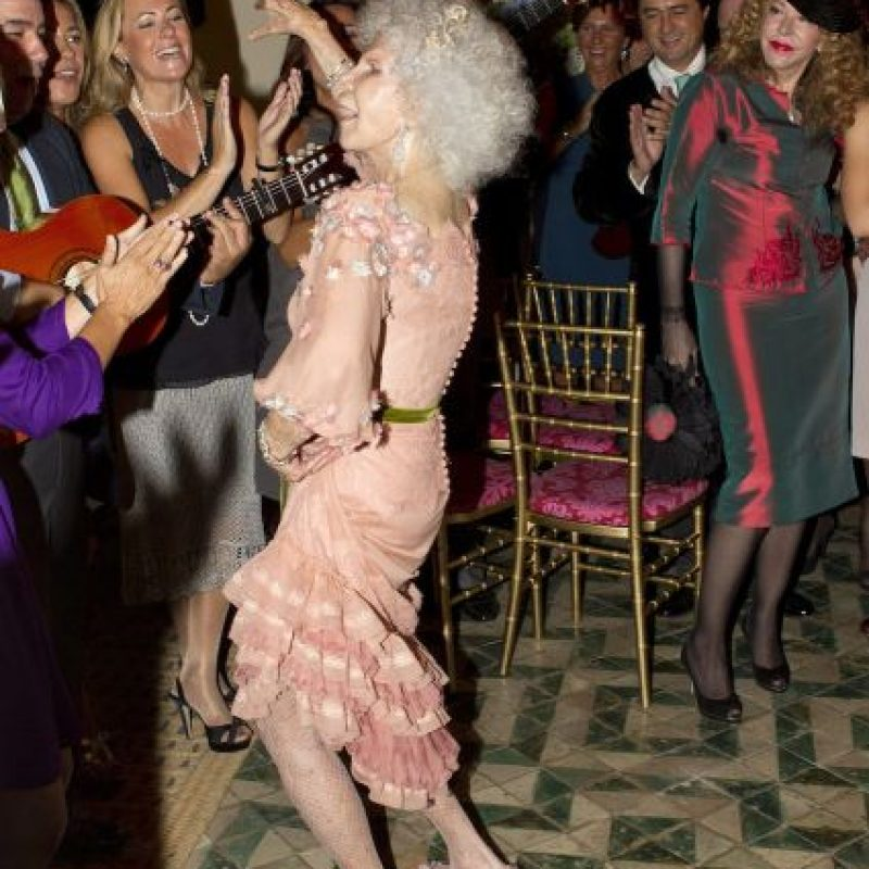Duquesa de Alba es hospitalizada y tiene un pronóstico reservado En 2010 confirmaron su noviazgo. Foto:Getty