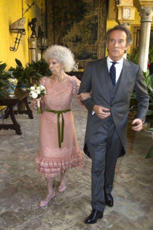 Duquesa de Alba es hospitalizada y tiene un pronóstico reservado La duquesa contrajo matrimonio por tercera vez en su vida a los 85 años. Foto:Getty