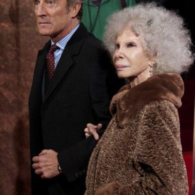 Debido a que él es 25 años más joven que la duquesa. Foto:Getty