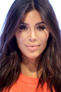Que comparte junto a su hermana Kourtney Kardashian mientras dejan Los Ángeles para abrir su tercera tienda D-A-S-H en Nueva York Foto:Getty Images