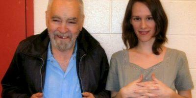 Burton gastó los dos mil dólares que ganó en su último empleo para mudarse a una casa cerca de la prisión donde está Manson Foto:MansonDirect.com