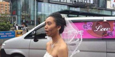 Esta mujer china se maquilló como anciana en las fotos prenupciales para su novio. Foto:Weibo