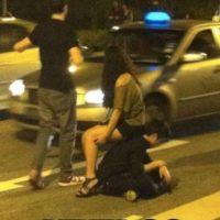 El que decidió dar la espalda por su amiga. Foto:The Chive