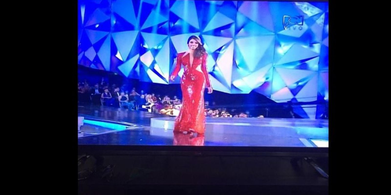 La señorita Valle recibió los peores comentarios por su vestido rojo Foto:Twitter