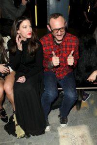Junto a la actriz Liv Tyler Foto:Getty Images