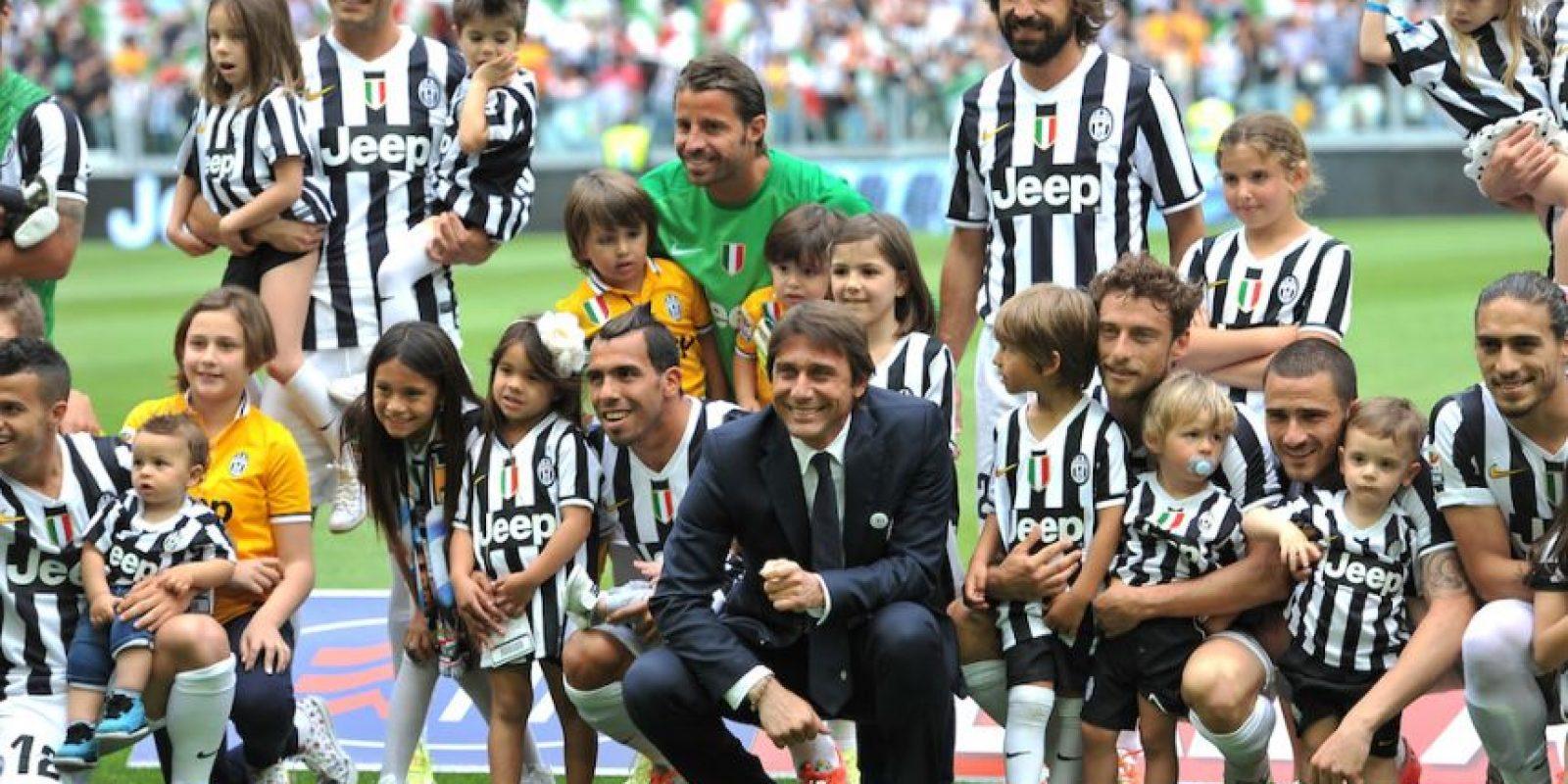 Los futbolistas del club italiano Juventus junto a sus hijos. Foto:Getty Images