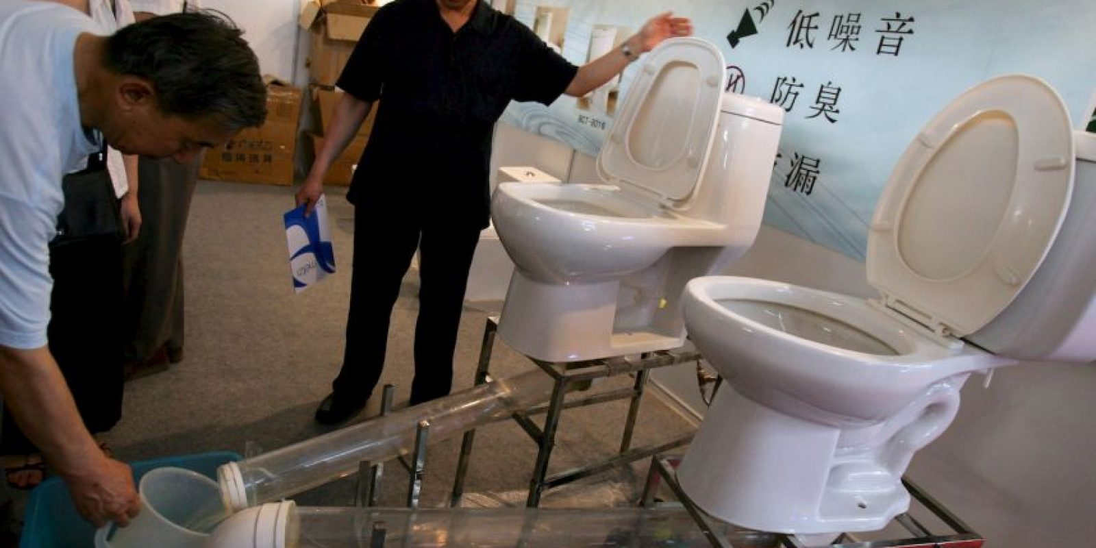 """""""Tenemos la obligación moral de acabar con la defecación al aire libre y tenemos el deber de velar por que mujeres y niñas no corran peligro de ser víctimas de agresiones o violaciones simplemente porque carecen de acceso a servicios de saneamiento"""", dijo el secretario general de la ONU, Ban Ki-moon. Foto:Getty"""