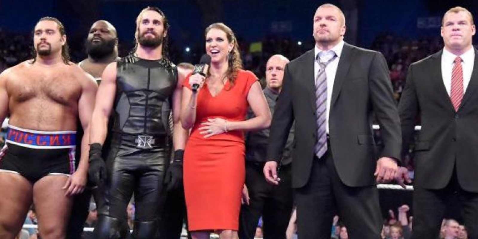 Cuando parecía que La Autoridad había mermado a Cena, el rapero consiguió un equipo fuerte para Survivor Series Foto:WWE