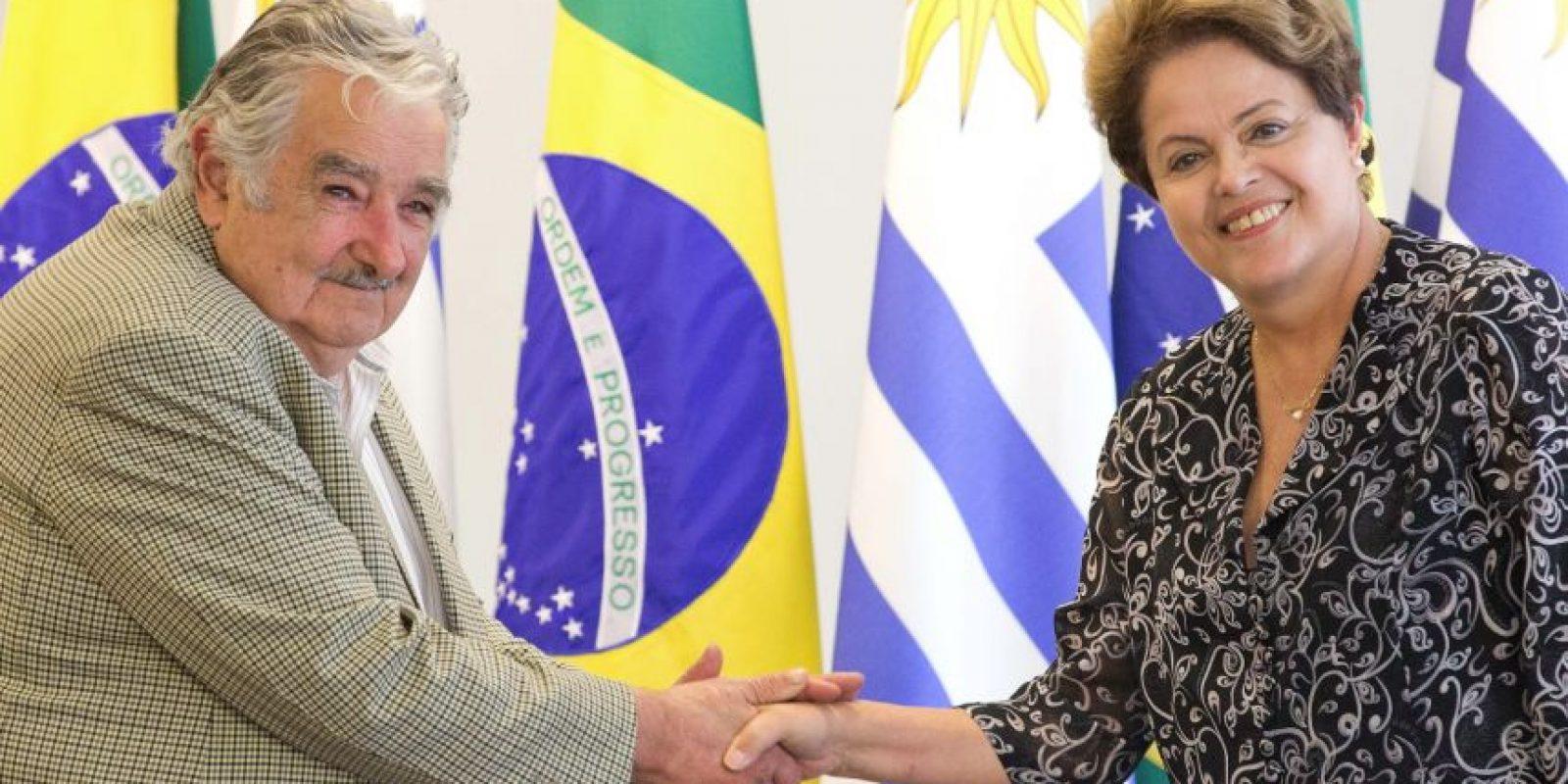 José Mujica con la presidenta de Brasil, Dilma Rousseff. Foto:AP