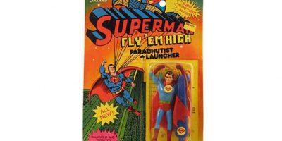 Para qué volar si tienes paracaídas. Foto:Tumblr/Bootleg Toys