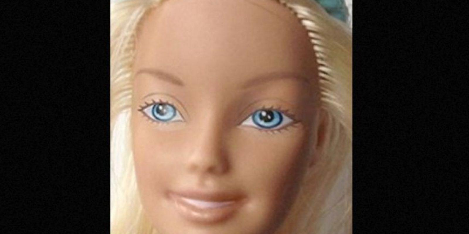 El mexicano Eddi Aguirre se hizo famoso por mostrar a la Barbie sin maquillaje Foto:Behance