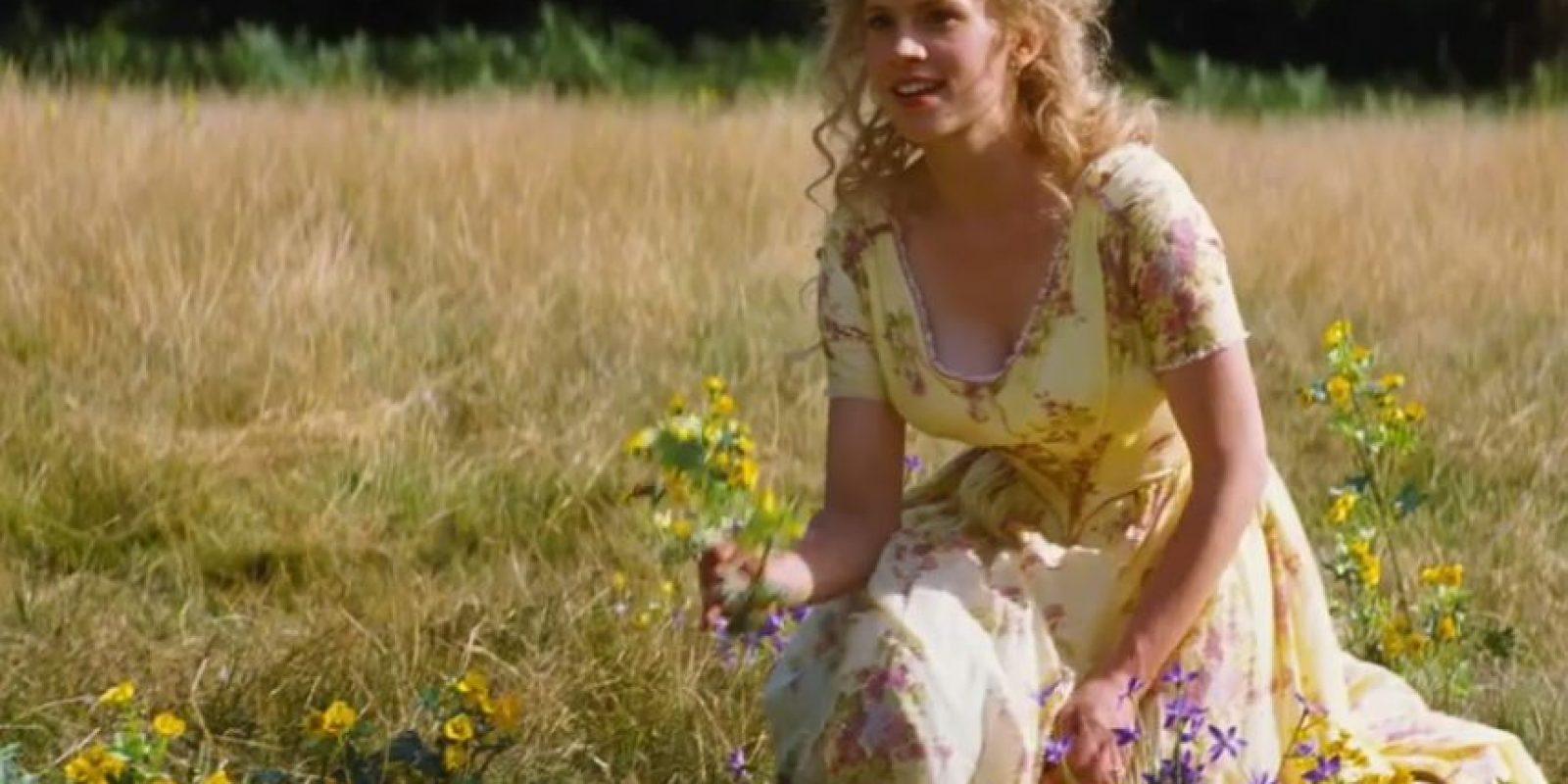 Él también se enamora de ella y realiza una búsqueda para encontrarla ordenando que se probara a cada doncella del reino el zapatito olvidado en la escalera mientras corría de regreso a casa Foto:Disney Movie Trailers